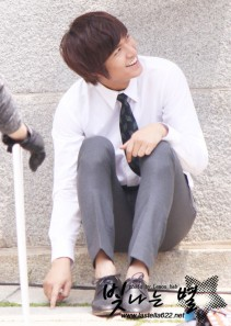 Source: http://im-your-mannequin.blogspot.com/2011/10/lee-min-ho-x-city-hunter-fashion.html