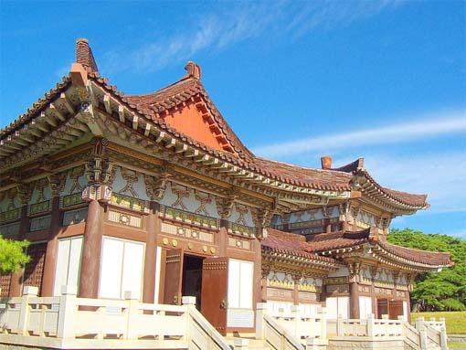 http://highyellow.files.wordpress.com/2012/07/the-tomb-of-king-dongmyeong-in-pyongyang.jpg