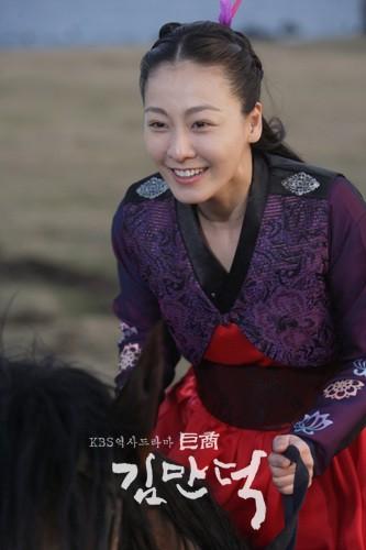 Source: http://www.hancinema.net/korean_drama_Merchant_Kim_Man_Deok-picture_115408.html?sort=Most_Popular_Pictures